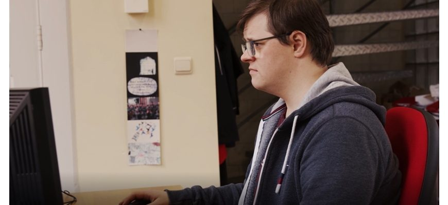 This is Frederik: valued colleague and first regular employee with Down syndrome in Flanders